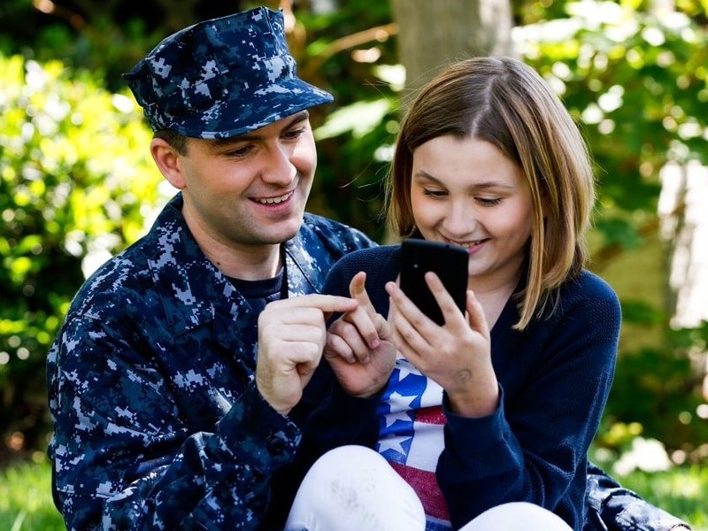 7 Smart Smart Phone Habits of Highly Connected Military Families #DefenseMobile