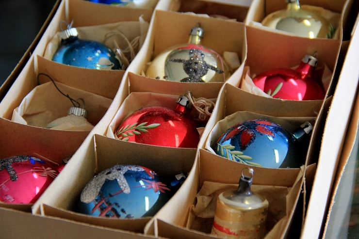 Here are 6 tips for conducting your post-holiday décor purge.