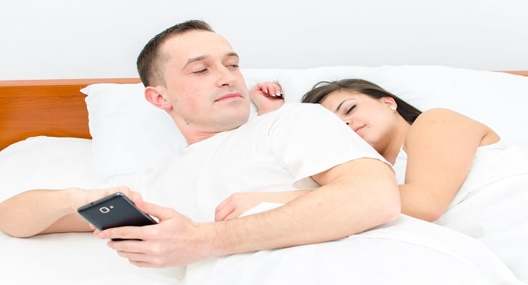 5 Real Ways Social Media May Be Ruining Your Marriage